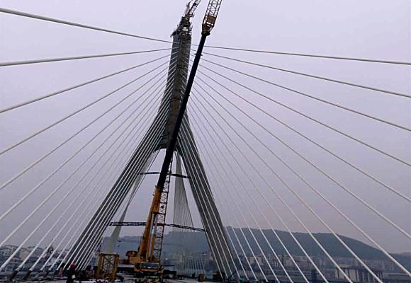 400T阆中三桥塔吊拆除工程