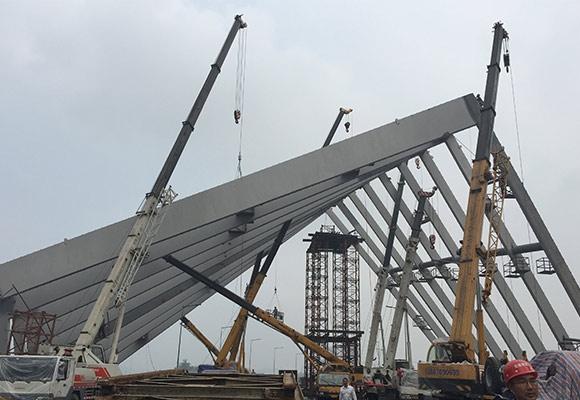 仙桃数据谷钢结构吊装