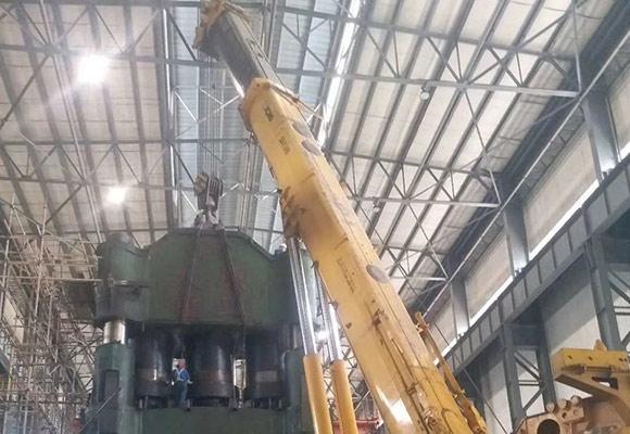 重庆长征厂压机吊装