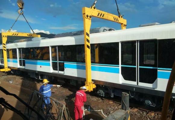 400T500T两路地铁站火车抬吊工程