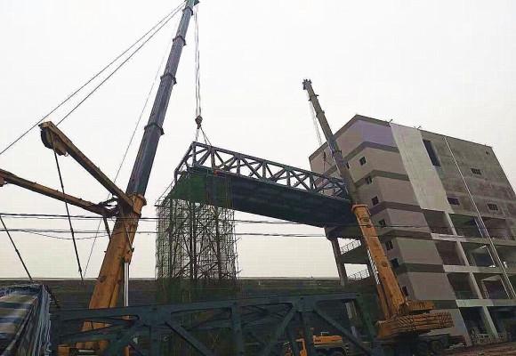500T超起果园港廊桥吊装工程