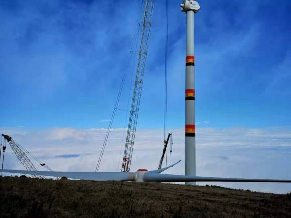 雷波拉咪南项目工程风机吊装(高原风电)